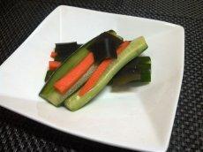 画像2: 菜香や■野菜スティックの漬物版!そのまんま食べれる「胡瓜と人参のあっさり漬け」 (2)